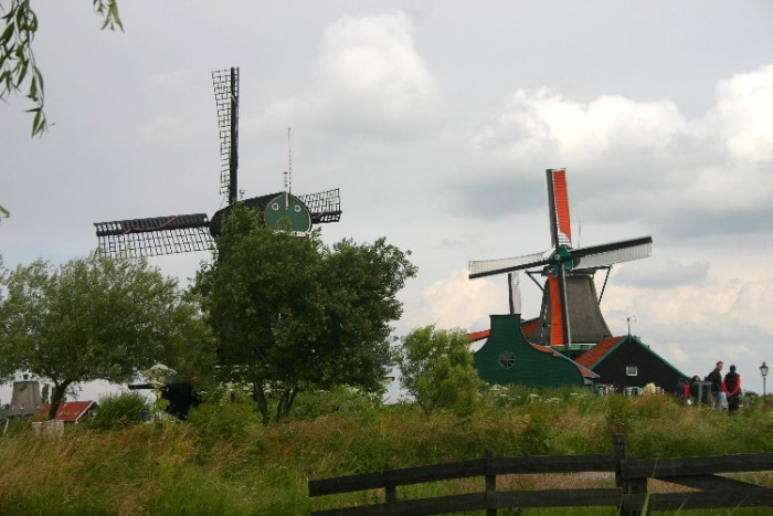 20040621001 - Exploring the Bucolic and Historic Dutch Countryside