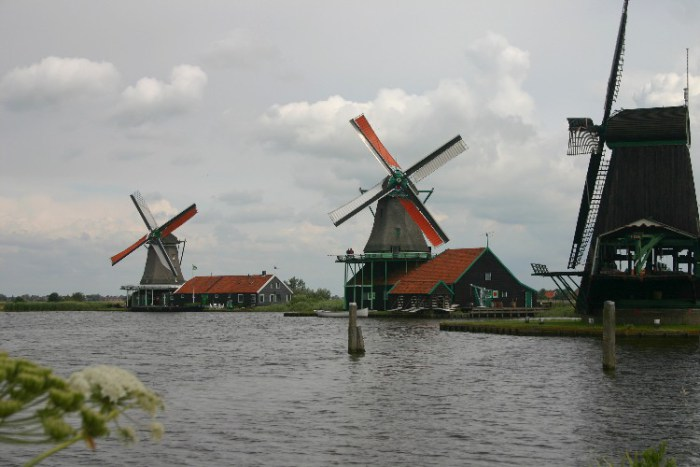 20040621002 - Exploring the Bucolic and Historic Dutch Countryside