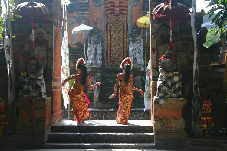 bla2 - The Barong and Kris Dance: Good vs Evil in Bali, Indonesia