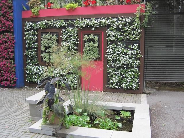 005 1 - Between a Dandelion and a Daisy: Les Jardins de Métis