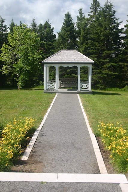 054 11 - Between a Dandelion and a Daisy: Les Jardins de Métis