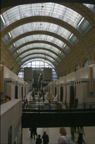 mus1 - Musée d'Orsay:  Observing Art, Observing the Observers.
