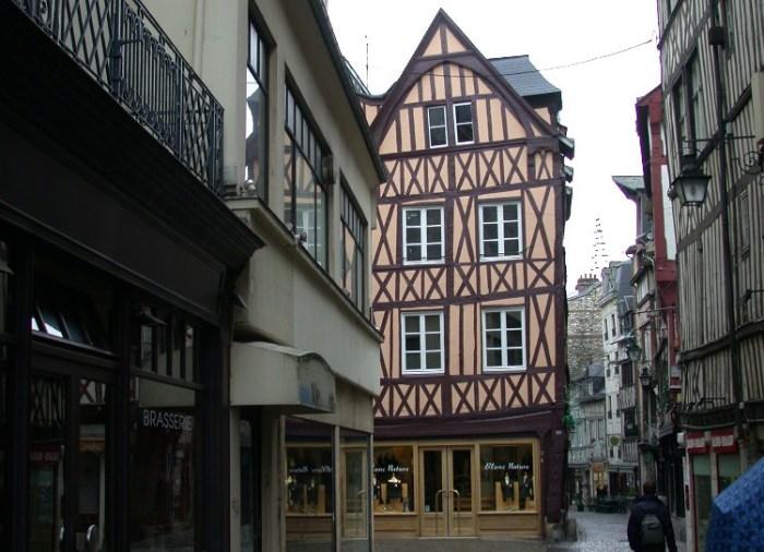 half3 - Half-Timbered Rouen: Jeanne d'Arc 's Garden