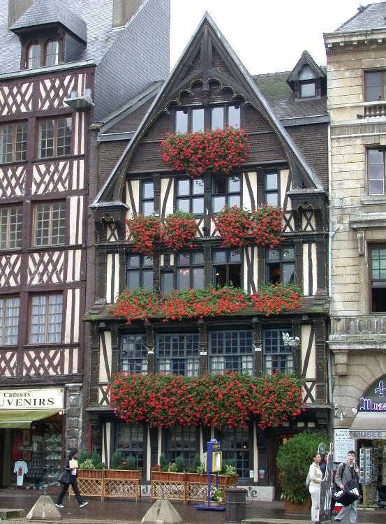 half4 - Half-Timbered Rouen: Jeanne d'Arc 's Garden