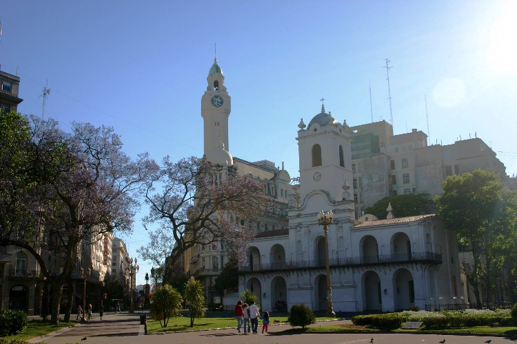 sun5 - Sunday: A Quiet Day in Buenos Aires