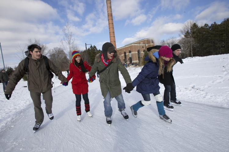 city skaters Ont Winter Expedia - Winter in Ontario: Get Out and Play!