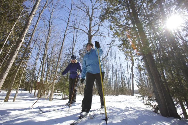 skiers Ont Winter Expedia - Winter in Ontario: Get Out and Play!