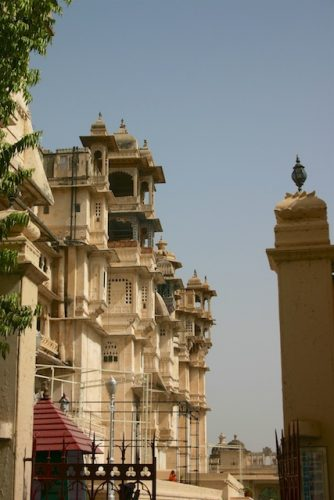 20040424 Udaipur 001 334x500 - Around Udaipur's City Palace: The House of Maharana