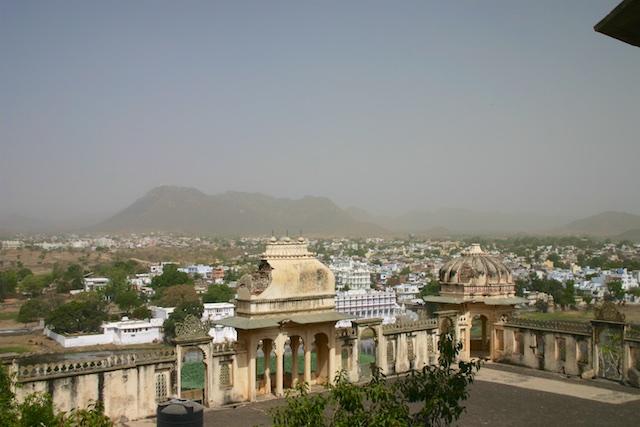 20040424 Udaipur 021 - Around Udaipur's City Palace: The House of Maharana