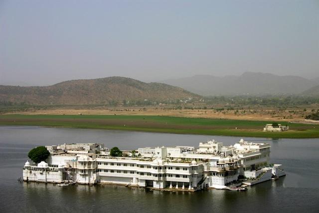 20040424 Udaipur 033.1 - Around Udaipur's City Palace: The House of Maharana