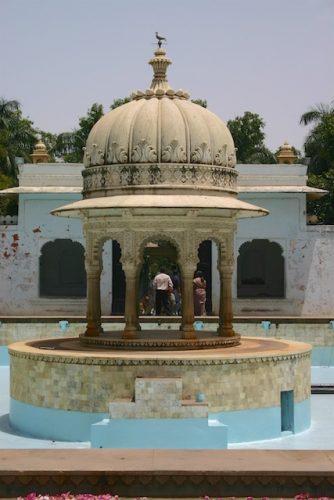 20040424 Udaipur 034 334x500 - Udaipur's City Palace: The House of Maharana