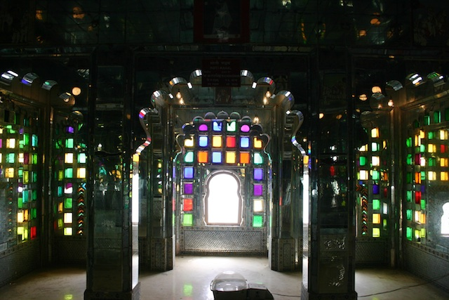 20040424 Udaipur 035 - Around Udaipur's City Palace: The House of Maharana