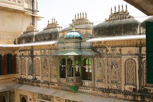 20040424 Udaipur 036 - Around Udaipur's City Palace: The House of Maharana