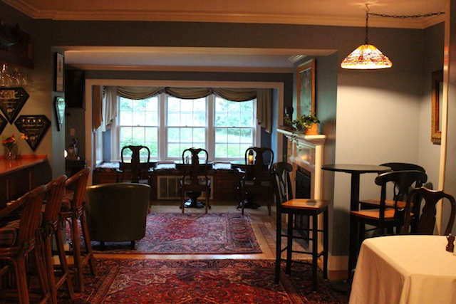 cocktails in the parlour of the Windham Hill Inn