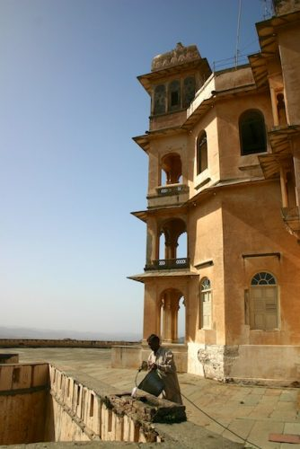 20040425 Udaipur 014 334x500 - The Midnight Train to Jaipur